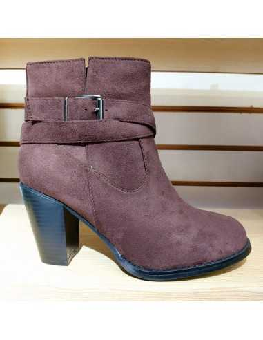 BOTAS DE COLOR BURDEOS ( 36 -40)